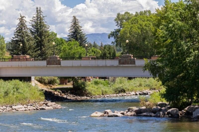 A bridge and river in Pagosa Springs in Colorado